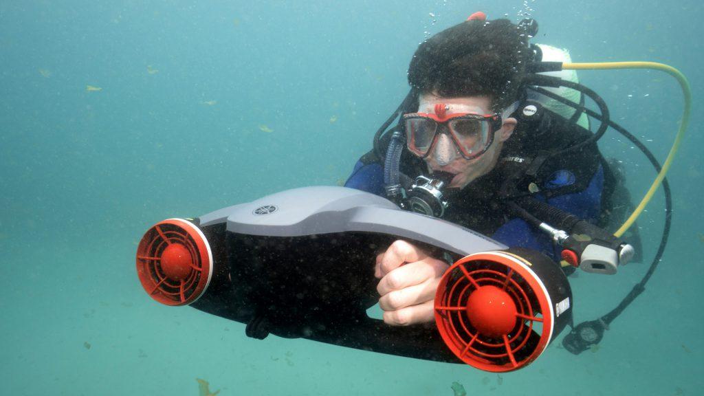 plongeur scooter sous marin seawing yamaha